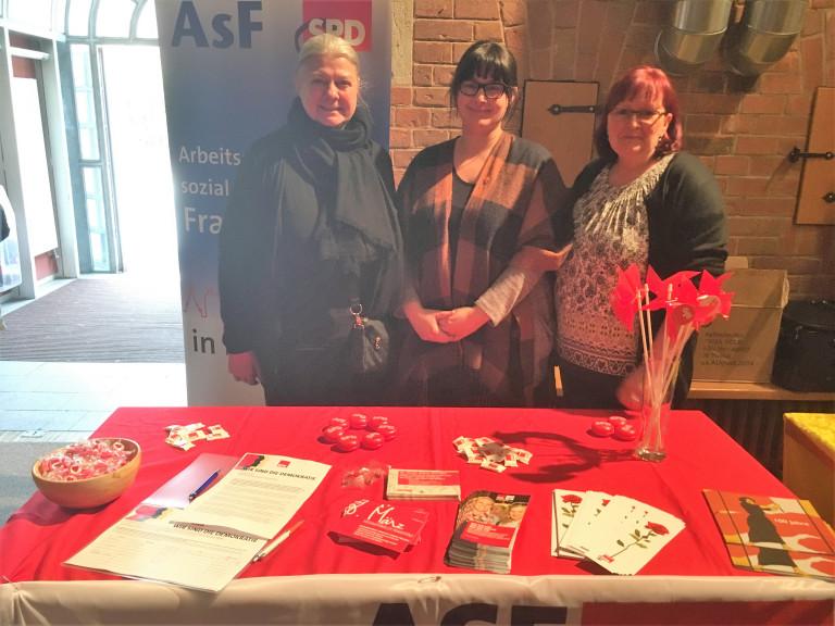 hier mit den 3 Vorsitzenden Petra Volkwein, Stefanie Wunder und Kerstin Lang, v.l.n.r.